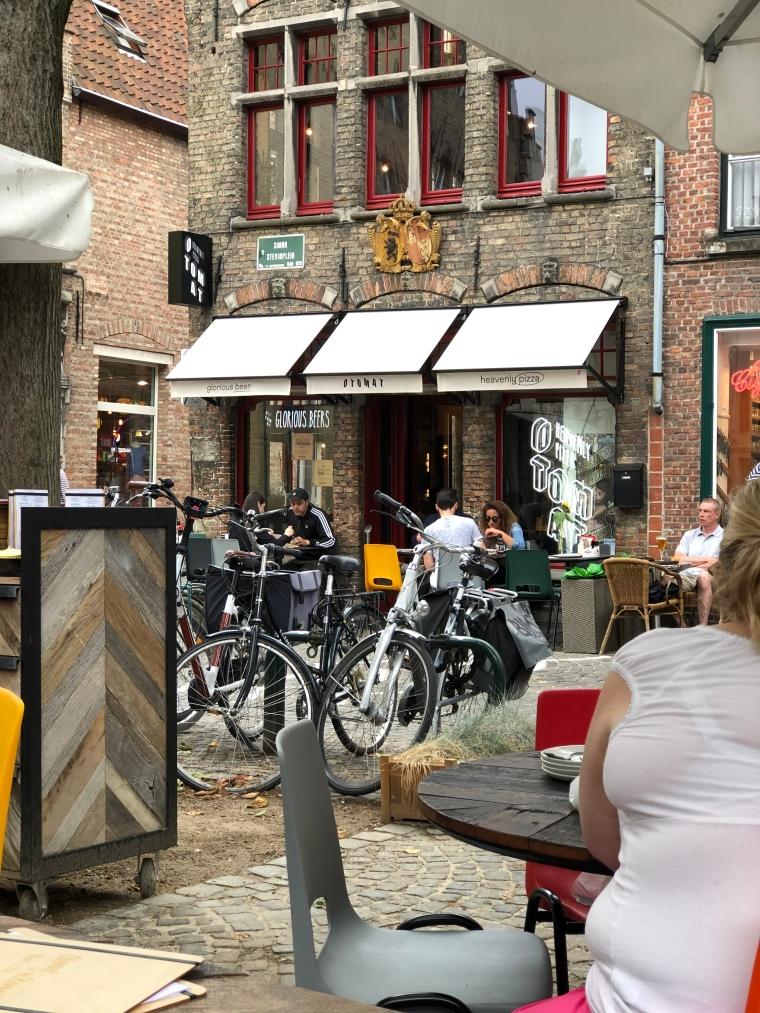 Otomat vegan pizza bruges belgium