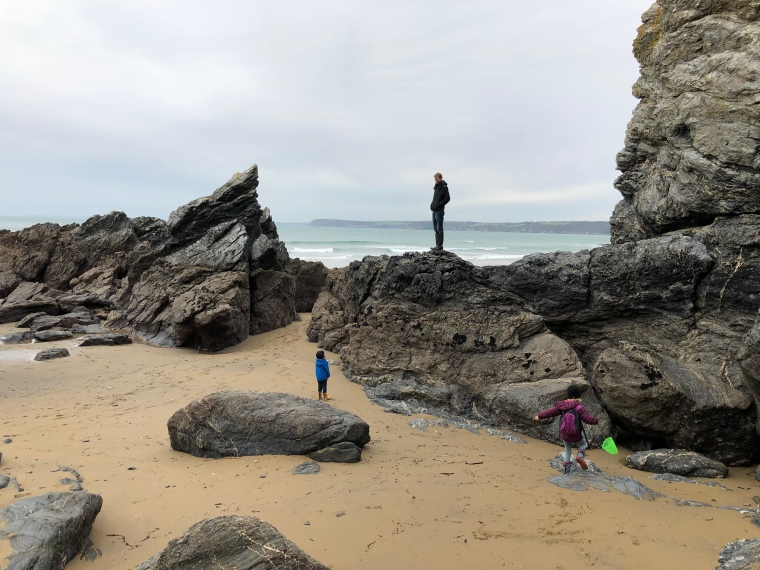 Cornwall with kids: Hemmick Beach rugged rocks