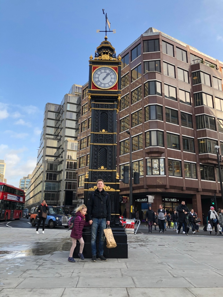 little-ben-victoria-london-attraction-clock-tower-tourist