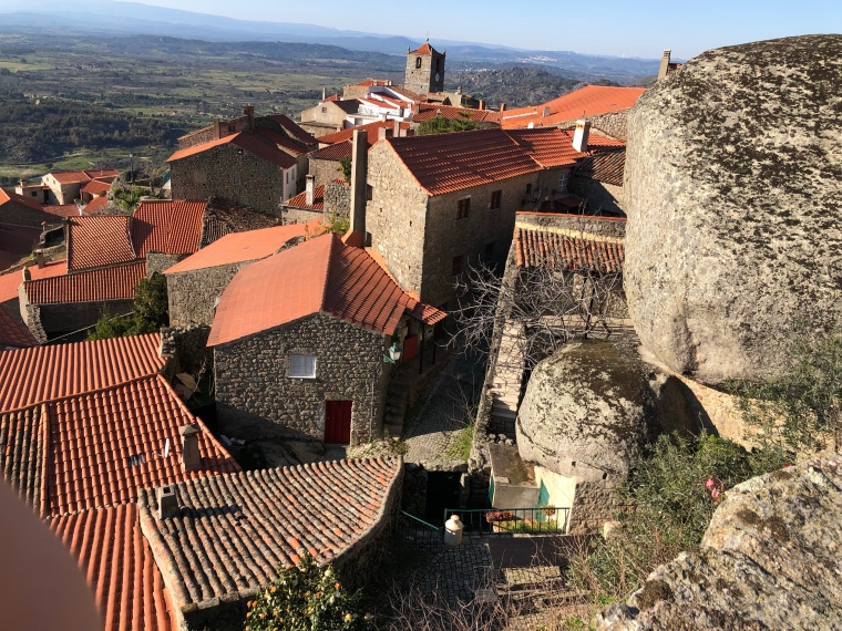 Boulder houses Monsanto mountain - Monsanto rock village + castle -  great instagram spots castelo branco portugal